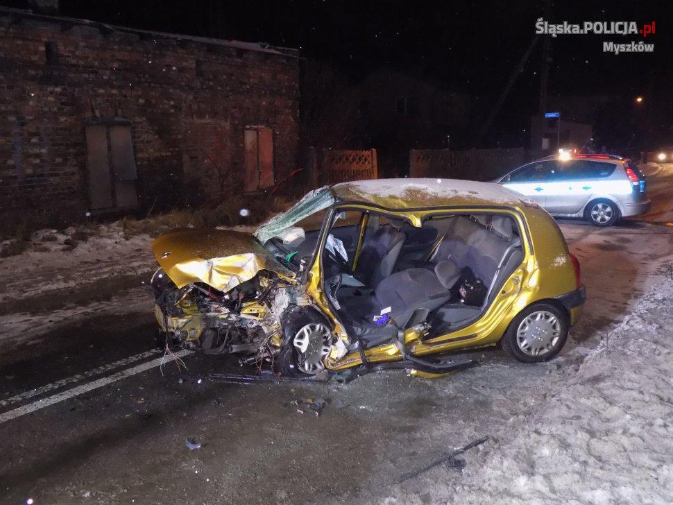 16_01_Pijany i bez uprawnień spowodował kolizję drogową